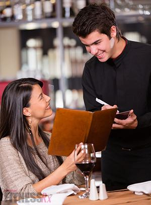 7 Tips For Dining Out - Reach your goals without sacrificing your social life