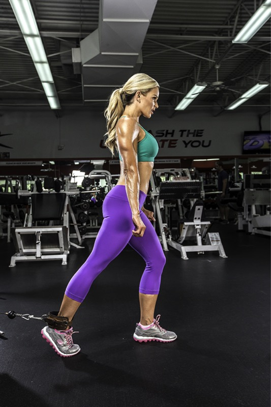 Michele Levesque-Presciano's Leg and Glute Blast Workout - Cable Knees Raises